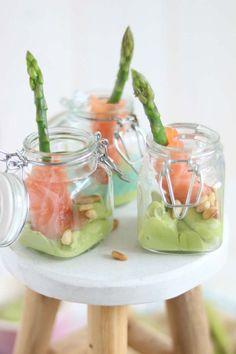 Amuse met groene aspergetips, zalm en avocado Tapas Dinner, Tapas Menu, Tapas Party, Snacks Für Party, Ny Food, Bon Ap, Avocado Mousse, Easy Party Food, Xmas Food
