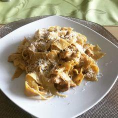 Nudeln mit Parmesan-Hähnchen, ein schönes Rezept mit Bild aus der Kategorie Schnell und einfach. 3 Bewertungen: Ø 3,4. Tags: einfach, Geflügel, gekocht, Hauptspeise, Käse, Nudeln, Saucen, Schnell