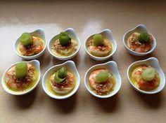 Scampi met sinaasappelmarinade, saffraanroom, Indische crumble en gepekelde komkommer - ElekeNogEsZingen ! I Love Food, Good Food, Tapas Menu, Bistro Food, Cooking Recipes, Healthy Recipes, Cocktails, Drinks, Meatball Recipes