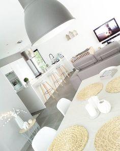 Idée #déco pour une #cuisine ouverte sur le #salon/ #séjour http://www.m-habitat.fr/par-pieces/salon-et-salle-a-manger/salon-choisir-le-mobilier-adapte-2703_A