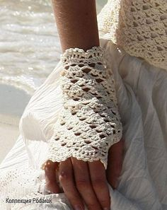Hand crochet fingerless lace gloves-love these! Crochet Crafts, Hand Crochet, Crochet Projects, Free Crochet, Knit Crochet, Lace Gloves, Crochet Gloves, Crochet Scarves, Crochet Wrist Warmers