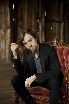 Darren Hayes (former singer of Savage Garden, nowadays solo). May he never stop being beautiful or making music.
