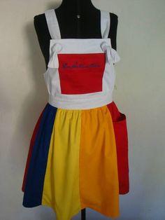 Saia em tecido brim leve 100% algodão da linha profissional, não solta cor. a saia tem modelagem com caimento perfeito.