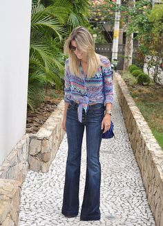glam4you - nati vozza - look - blog - calça flare - jeans - flare - camisa - boho - estampa - balenciaga mini