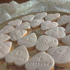 Romantici biscottini con i nomi 👰🏻💍🎩 #instafood #ilas #ilassweetness #biscotti #wedding #cakedesign #robertatorresan  www.ilas.webnode.it www.facebook.com/ilascake