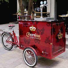 Cerveja é bom e a gente gosta! Esta é a choperia ambulante que fizemos para Libertina, cervejaria artesanal do Rio de Janeiro.  #studiovila… Beer Bike, Wine Cart, Bike Food, Ice Cream Cart, Coffee Truck, Cargo Bike, Beer Taps, Cool Bikes, Wood Design