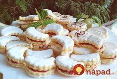 ez a recept nálunk nagy kedvenc lett, Pesto Pasta, Desert Recipes, Christmas Cookies, Camembert Cheese, Ham, Sushi, Waffles, Nom Nom, Sweet Tooth