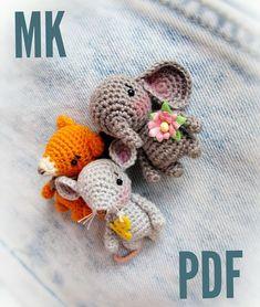 Crochet Baby Toys, Crochet Amigurumi Free Patterns, Easy Crochet Patterns, Crochet Dolls, Crochet Kawaii, Cute Crochet, Crochet Brooch, Crochet Buttons, Crochet Mignon