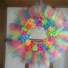 Birthday wreath Tulle Projects, Tulle Crafts, Wreath Crafts, Diy Wreath, Diy And Crafts, Burlap Wreaths, Wreath Ideas, Easter Wreaths, Holiday Wreaths