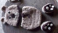 Conjunto confeccionado em crochê.  detalhes - acompanha tic tac com florzinha para usar em meninas , um conjunto , duas opções  tamanho - 1 a 3 meses  cor - bege/marrom R$ 99,00