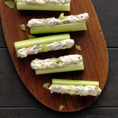 Olive-Stuffed Celery use mayo instead of miracle whip Appetizer Dips, Appetizers For Party, Appetizer Recipes, Dinner Recipes, Dinner Parties, Clean Eating Snacks, Healthy Snacks, Stuffed Celery, Celery Recipes