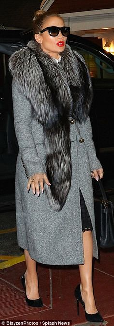 Jennifer Lopez in Coat – Roberto Cavalli Purse – Valentino Shoes – Casadei BOSS Style Casual, My Style, Fashion Moda, Womens Fashion, Jennifer Lopez Photos, Up Girl, Hollywood Stars, Autumn Winter Fashion, Celebrity Style