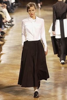 Yohji Yamamoto Spring 2003 Ready-to-Wear Fashion Show - Yasmin Warsame, Yohji Yamamoto Japanese Outfits, Japanese Fashion, Fashion Show, Fashion Outfits, Fashion Women, Fashion Ideas, Chunky Knit Cardigan, Full Length Skirts, Maxi Styles