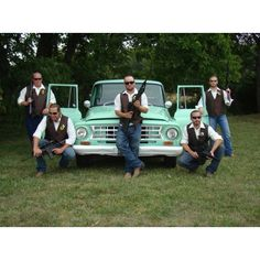 Great wedding picture for groom and grooms men! The guys had a blast with these photos.