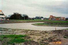Aanleg Aldlan 1996 Midden boerderij Zijlstra daarna woning familie Bijland.  Rechts eerst infocentrum gemeente.  Later woning familie Mellema  en daarna familie Atema.