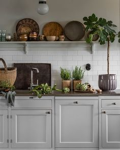 Why is Scandinavian kitchen design so popular? To begin with, homeowners are exempt .Why is Scandinavian kitchen design so popular? For starters, homeowners free their kitchens from excess material to maximize functionality. In traditional Scandinavian Farmhouse Kitchen Island, Kitchen Dining, Kitchen Tools, Kitchen Ideas, Country Kitchen, Cute Kitchen, Awesome Kitchen, Countryside Kitchen, Kitchen Board
