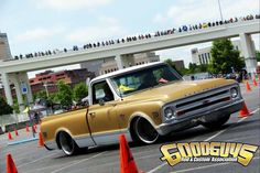 Can you believe that Mark Turner's 1968 Chevy C10 truck, on Forgeline DE3C Concave wheels, was just finished last week?! And then, at its very first event, it won the Roadster Shop Style & Engineering Award, at this past weekend's Goodguys Nashville Nationals autocross! Wow! Congrats to Mark, Brian Finch, and Hot Rod Transformations for another job well done!  #Forgeline #DE3C #ConcaveWheels #notjustanotherprettywheel #madeinUSA #Chevrolet #Chevy #C10 #truck #Goodguys #autocross