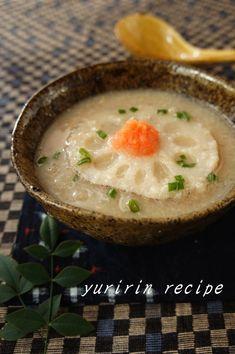 すりおろしたれんこんのスープです。 とろみがついて、体もしっかり温まります。 生姜も加えて風邪予防にもオススメです。 材料 2人分 れんこん 150g 生姜 1かけ だし汁 300cc 味噌 大さじ1 明太子 10g 小 …