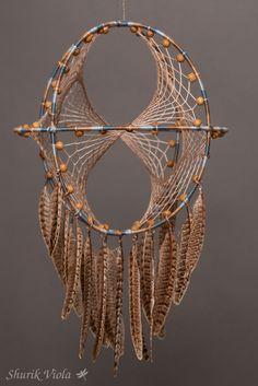 Attrape rêves 3D.  Hauteur : environ 34 cm.  Diamètre des anneaux : 20 cm.  https://shurikviola.com/ https://www.etsy.com/shop/ShurikViola https://www.facebook.com/alexandra.lavilotterolle  Autres modèles disponibles sur demande, me contacter via facebook.