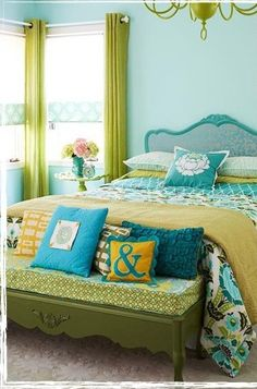 We love this bright and cheery bedroom look. The turquoise and yellow really give it a wow factor!