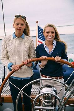 Sail Away - Classy Girls Wear Pearls - Love the ivory sweater with the dark denim pants and chambray shirt, also the navy sweater, striped shirt, and tan pants Estilo Preppy, Estilo Navy, Prep Style, My Style, Curvy Style, Chambray, Bootfahren Outfit, Outfit Posts, Adrette Outfits