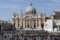 Sede de una religión del falso dios y sede illuminati y masona del vaticano fíjense son todo símbolos illuminatis y masones