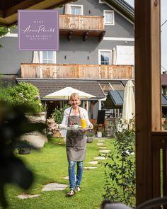 das frisch zubereitete Frühstück servieren wir auch sehr gerne in unserem neu gebauten Salettl im Garten ☕️ 🥞 unser Frühstück beinhaltet nur regionale Produkte und auch genügend Kaffee und Tee 🍵 wir haben wieder offen! 🤩 keine Stornogebühren und Preisstabilität! 👉 Wir freuen uns auf euch 😘 🤩 Urlaub in Österreich, immer eine Reise wert! 😘😘 Zimmerbuchungen bitte direkt unter: www.hausannaplochl.at 😘 💚 . . Bed & Breakfast Bad Aussee. ❤️ stay tuned & subscribe our newsletter ♡… Bed & Breakfast, Bad, You're Welcome, Fresh, Voyage, Products