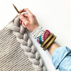 How Easy Knitting Cable ❄️ I want the world to see how easy cableknitting ca. : How Easy Knitting Cable ❄️ I want the world to see how easy cableknitting can be, slipp on and hold in front! Diy Crafts Knitting, Diy Crafts Crochet, Easy Knitting, Baby Knitting Patterns, Knitting Stitches, Crochet Patterns, Learn To Crochet, Knit Crochet, Herringbone Stitch Tutorial