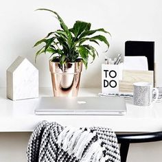 Home office / work space inspiration Workspace Inspiration, Decoration Inspiration, Room Inspiration, Interior Inspiration, Decor Ideas, Mesa Home Office, Home Office Decor, My New Room, My Room