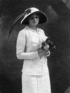 saisonciel: Gladys Cooper by Bassano, 1912 Repinned by www.fashion.net