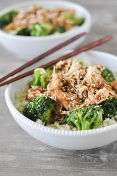 This Chicken teriyaki bowl come together with easy shredded chicken, steamed broccoli, cauliflower rice, and a Paleo teriyaki sauce. Paleo Chicken Recipes, Paleo Recipes, New Recipes, Real Food Recipes, Cooking Recipes, Paleo Ideas, Paleo Food, Lunch Recipes, Dinner Recipes