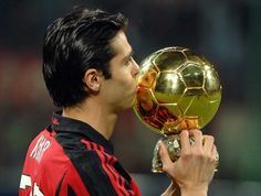 Kaka was the last player other than Lionel Messi & Cristiano Ronaldo to win the Ballon d'Or award - doing so with AC Milan in 🏆 Cristiano Ronaldo Junior, Messi And Ronaldo, Cristiano Ronaldo 7, Real Madrid Wallpapers, Sports Wallpapers, Ricardo Kaka, Manchester United Wallpaper, Football Jokes, Football Players
