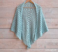 This stylish scarf with playful glitter effect is a musthave this season! Want to crochet a spring scarf? Get the free crochet pattern here! Crochet Prayer Shawls, Crochet Shawls And Wraps, Crochet Scarves, Crochet Yarn, Crochet Clothes, Pull Crochet, Mode Crochet, Poncho Knitting Patterns, Shawl Patterns