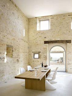 Holztisch-weiße Stühle Esszimmer-skandinavisch einrichten