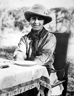 Karen Blixen, Kenya, années this was my all time favorite movie, Out of Africa! Meryl Streep, Karen Blixen, Out Of Africa, East Africa, Kenya, Films Youtube, Penguin Modern Classics, Vintage Safari, Writers And Poets