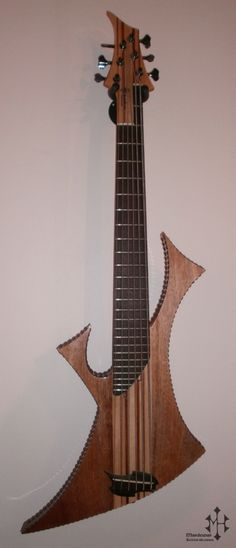 6-STRING BASS GUITAR -body : mahogany -neck : mahogany/finnish maple -fingerboard : rosewood -tuning : E0-A0-E1-A1-D2-G2