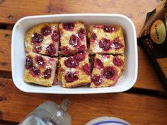 Retro meggyes protein pite | MásTészta French Toast, Protein, Retro, Breakfast, Food, Morning Coffee, Eten, Retro Illustration, Meals