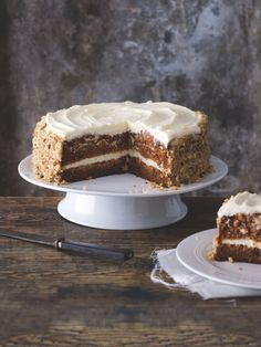 Receptů na mrkvový dort existují desítky, my jsme si zamilovali verzi, v níž křupou ořechy a voní javorový sirup a kterou zvládnete upéct i bez vážení. Great Recipes, Favorite Recipes, Food Porn, Vanilla Cake, Tiramisu, Bread, Ethnic Recipes, Diet, Lemon