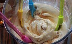 Banánová zmrzlina Smoothie, Icing, Ice Cream, Recipes, Food, Basket, No Churn Ice Cream, Icecream Craft, Recipies