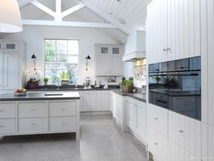 This open plan kitchen design features a wealth of natural light with a comfortable window seat & skylight. Contemporary Kitchen Collection with Newcastle. Elegant Kitchen Design, Classical Kitchen, Contemporary Kitchen, Custom Kitchens Design, English Kitchens Design, Kitchen Collection, Kitchen Fittings, Kitchen Style, Minimalist Kitchen Design