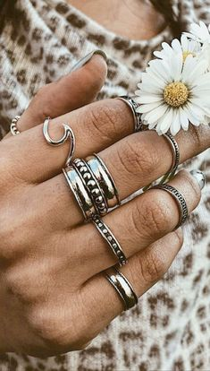 Cute Boho Gypsy Ring Set Antique Silver Stackable Statement Fashion Jewelry for Women - Mode - Ringe Cute Jewelry, Boho Jewelry, Jewelry Accessories, Women Jewelry, Jewelry Design, Jewellery Box, Jewellery Shops, Silver Jewellery, Jewelry Rings