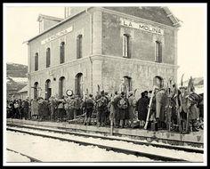 Estació de Puigcerdà 1924 - Coneix la seva història | M'agrada Catalunya Barcelona, Notre Dame, David, Painting, Vintage Pictures, Historia, Old Photography, Antique Photos, Black And White