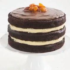 video com dica valiosa para o  bolo de chocolate ficar bem escuro