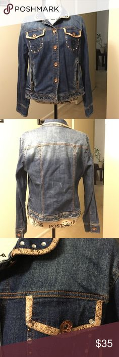 V Cristina Jean Jacket. Very well taken care of. Has a lot of detailed to it. Has snake pattern around collar and pockets. True to its size. 💥 No trades 💥 V Cristina Jackets & Coats Jean Jackets