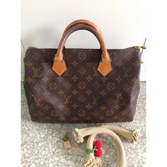 Order for replica handbag and replica Louis Vuitton shoes of most luxurious designers. Sellers of replica Louis Vuitton belts, replica Louis Vuitton bags, Store for replica Louis Vuitton hats. Hi Fashion, Fashion Bags, Sandy Style, Cool Style, My Style, Best Handbags, Louis Vuitton Handbags, Pesto Sandwich, Farnsworth House