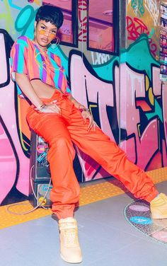 The Karl Kani Orange Cargo Trousers - All about that new? Head online today to shop this season's must-have range of trousers at PrettyLittleThing. Express delivery & student discount available. Order now. Hip Hop Outfits, Hipster Outfits, Cute Outfits, Fashion Outfits, Tomboy Outfits, Fashion Styles, Black 90s Fashion, Hip Hop Fashion, Queer Fashion