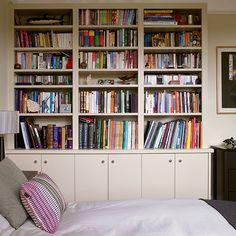 Creme-Schlafzimmer mit Einbauregal Wohnideen Living Ideas