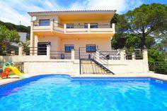 Schitterende vakantie villa bestaande uit 2 wooneenheden met zeezicht en privé zwembad