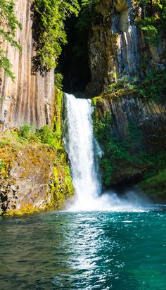 Oregon is home to more than 200 incredible waterfall hikes. After living in Oregon for a year, here is our list covering 10 of our favorite waterfall hikes in Oregon including the stunning Toketee Falls in Umpqua National Forest. Oregon Road Trip, Oregon Travel, Oregon Hiking, Portland Oregon, Hiking Trails, Bend, Oregon Ducks, Usa Travel, Travel Tips