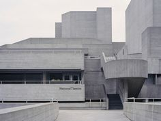 Designed by English architect Denys Lasdun in 'The Royal National Theatre' is one of London's most recognizable and polarizing examples of Brutalism; topping polls as one of the most hated buildings in the country. London Architecture, Australian Architecture, Historical Architecture, Theatre Architecture, Concrete Facade, Concrete Structure, Royal National Theatre, Architectural Photographers, Romanesque